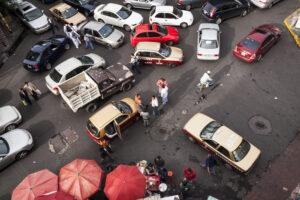 Embotellamiento de automóviles en calles de la Ciudad de México